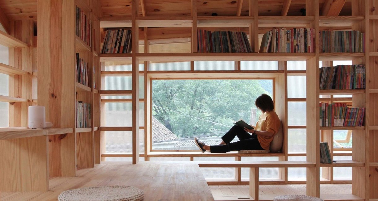 Mountain-house-in-Mist-reading
