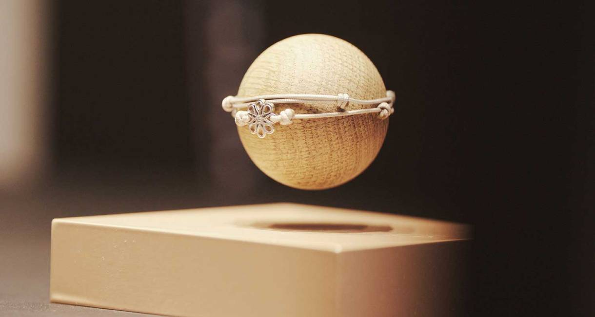 hoverbox-wood-ball