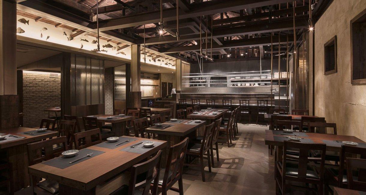 wooden-interior-korean-restaurant-GwangHwaMunHaeMu-inside-tables