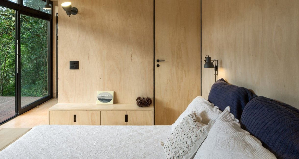 Chalet-M-Silvia-Acar-cabin-bed-view