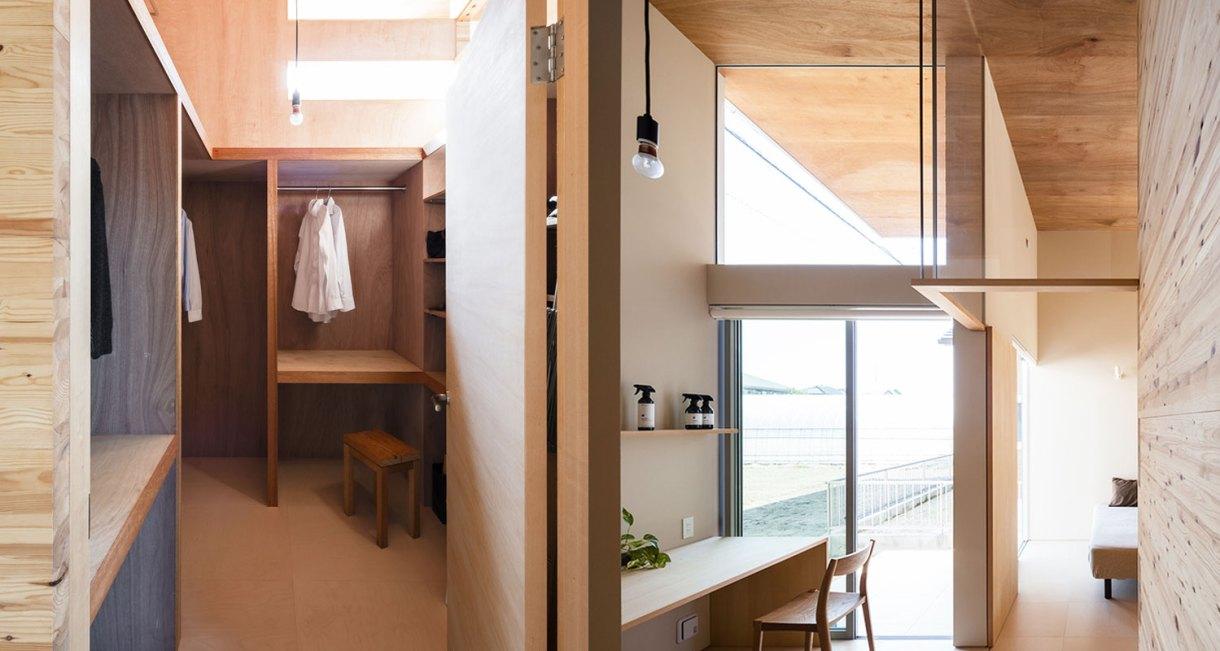Three-storage-places-and-Eight-roofs-Kakinomifarmarchitects-1