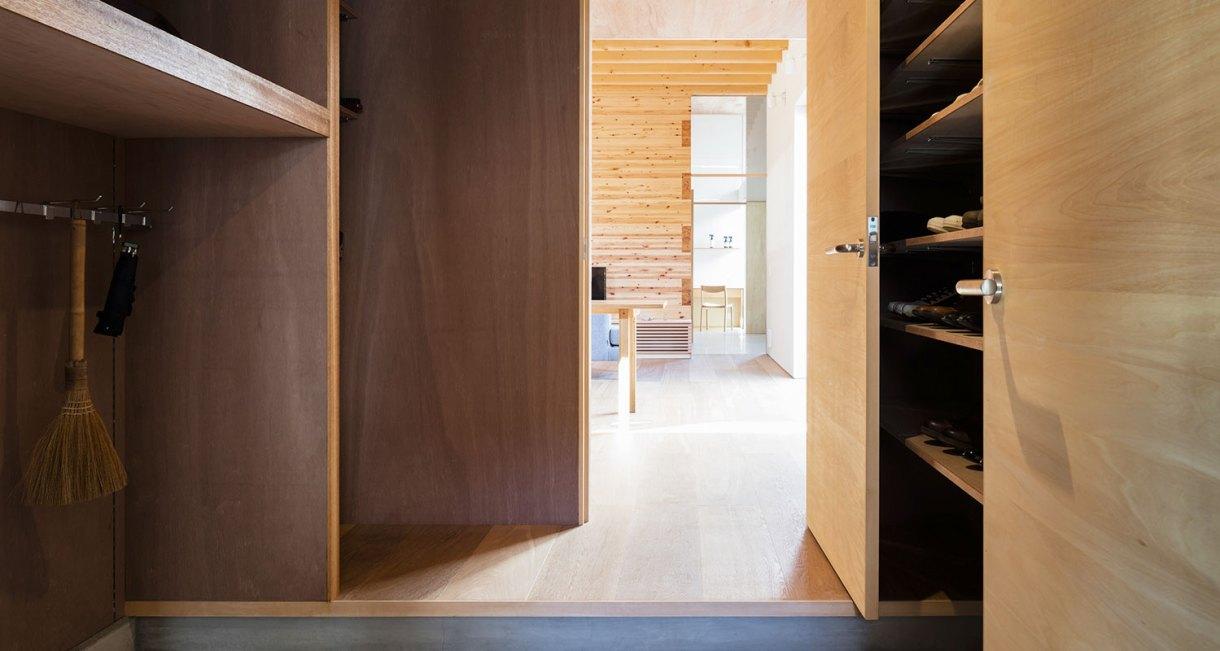 Three-storage-places-and-Eight-roofs-Kakinomifarmarchitects-5