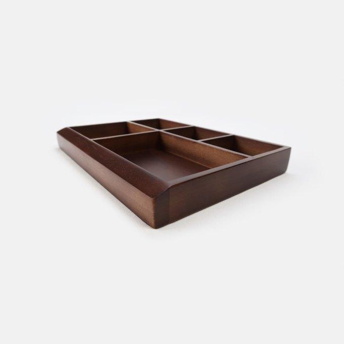 small-wooden-orgonlizer-walnut-surface