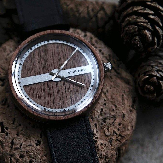 walnut-wood-stainlesssteel-NAUTIC-58-NORTH-1