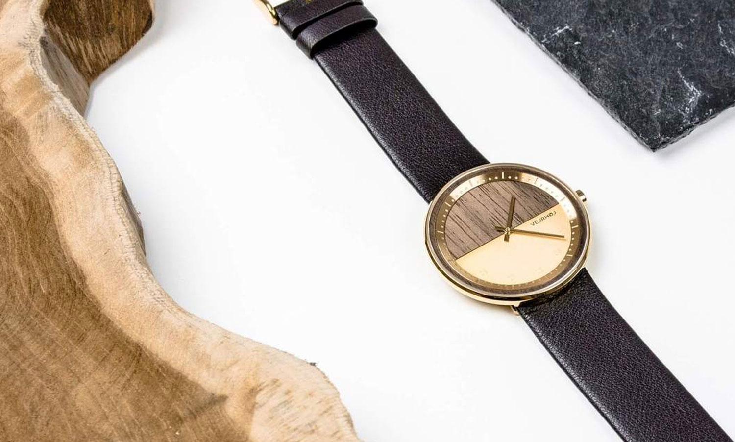 wooden-watch-Walnut-wood-stainless-steel-gold-finish-6