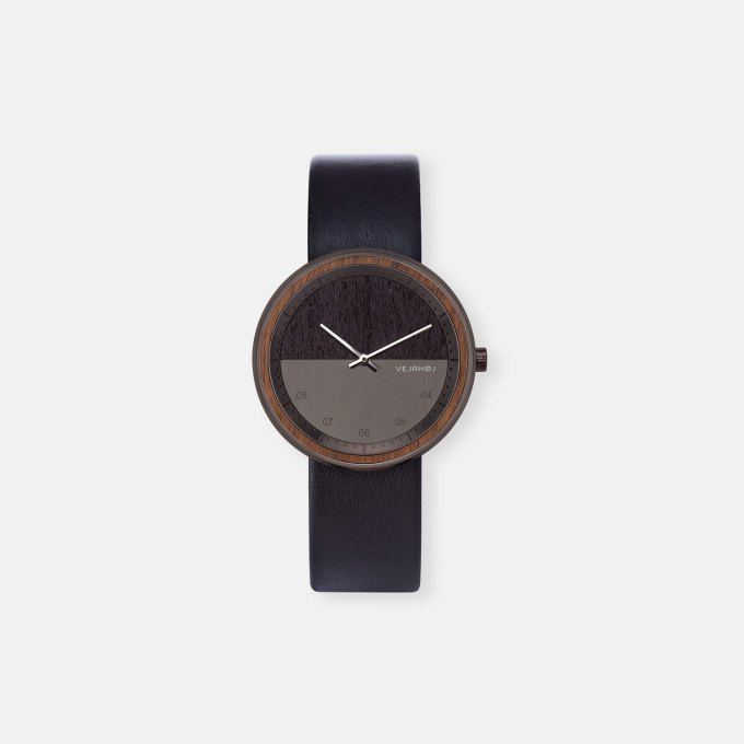 wooden-watch-Walnut-wood-stainless-steel-polished-finish-4
