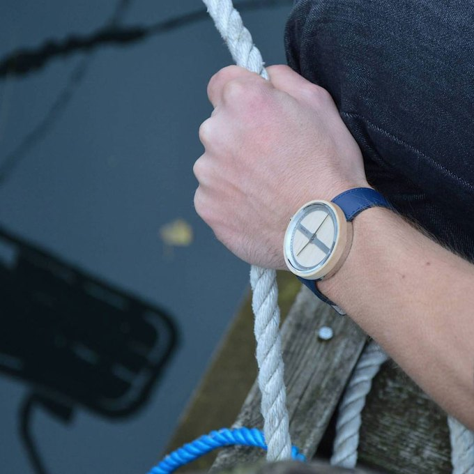 wooden-watch-maple-wood-stainless-steel-NAUTIC-70-NORTH