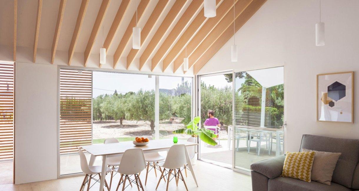 Refurbishment-Eduardo-Pablo-Muñoz-Payá-Arquitectos-sunny-interiror-7