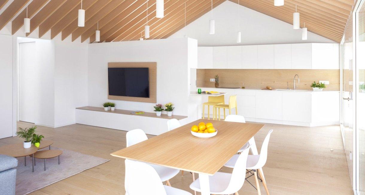 Refurbishment-Eduardo-Pablo-Muñoz-Payá-Arquitectos-sunny-interiror-9