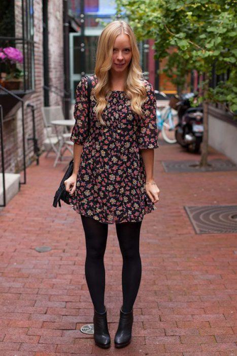vestido corto estampado con leggins