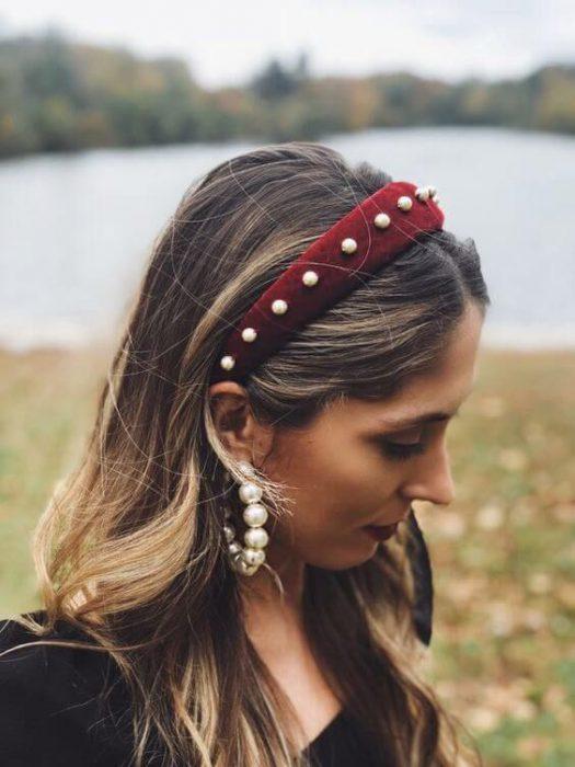 diadema gamuzada con perlas