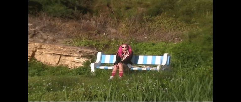 Young Leosia - Baila Ella czasoumilacz, granie na czekanie