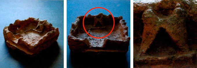 Камин-печка поставена наспроти влезот на западниот ѕид