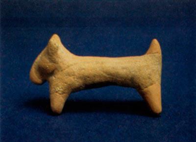 Керамична фигура на куче