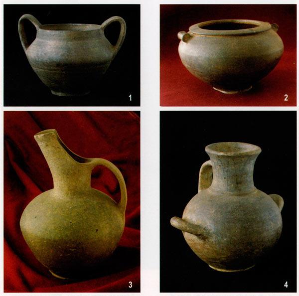 Керамика работена на грнчарско колце: Сарај, Брод (1); Прогон – Букри, Кременица (2); Ластојца, Драгош (3); Сарај, Брод (4)