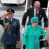 Каким паспортом обладает королева Великобритании?
