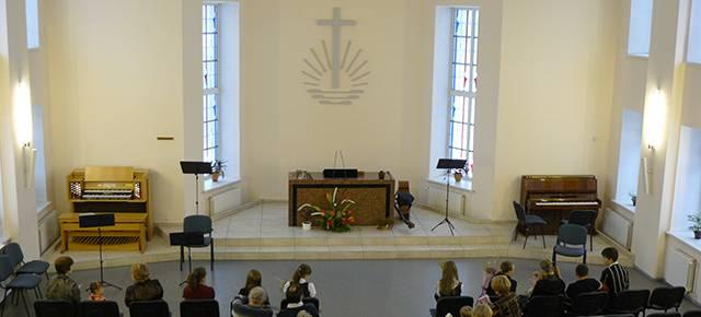 Зал Новоапостольской церкви 640х290