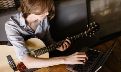 learn to play guitar online 01