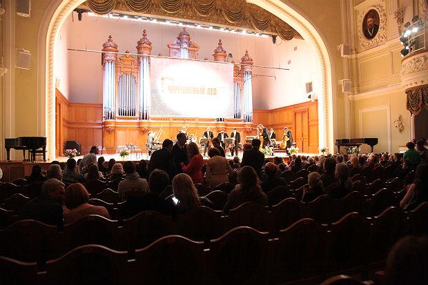 Рояль в лесу: концерт Дениса Мацуева с камерным оркестром «Вена-Берлин» на фестивале «Черешневый лес»