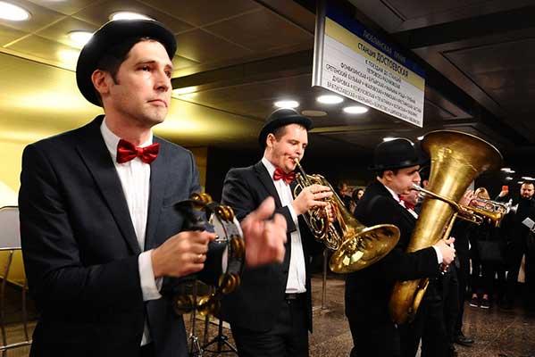 Площадок для музыкантов в московском метро в 2018 году станет почти вдвое больше