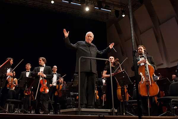Гастрольные туры Новосибирского академического симфонического оркестра под управлением Томаса Зандерлинга