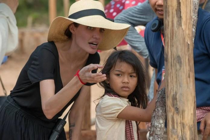 First They Killed My Father / Angelina Jolie opowiada historię kambodżańskiej dziewczynki (WIDEO)