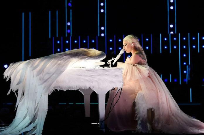 Lady Gaga Grammy 2018: Oto Najlepsze występy na żywo! (WIDEO)