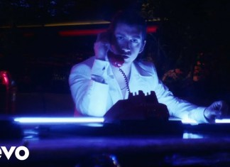 """Zobacz klip Arctic Monkeys do """"Tranquility Base Hotel & Casino"""""""