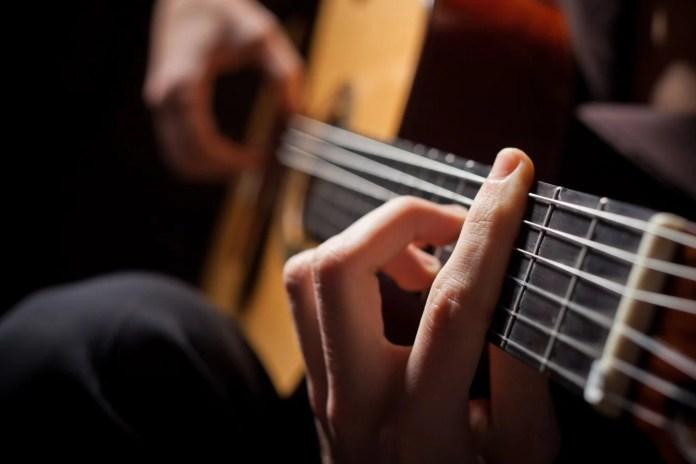 Kupujemy pierwszą gitarę - czym się kierować przy wyborze?