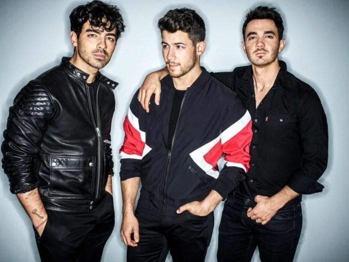 """W przyszłym tygodniu Jonas Brothers na tydzień przejmą program """"The Late Late Show with James Corden""""."""