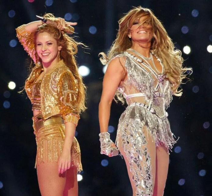 Super Bowl: Shakira i Jennifer Lopez z 11-letnią córką na scenie! NIESAMOWITE SHOW! (WIDEO)