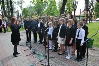 Występ uczniów NSM I st. w Sokołowie Małopolskim z okazji uroczystości 3-go Maja 11196323_833040533452697_2228693831726488453_n