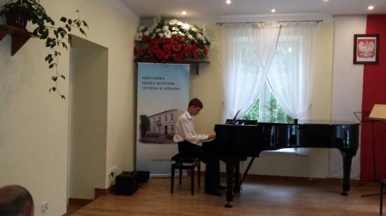 Koncert końcoworoczny uczniów NSM I i II stopnia w Leżajsku_13