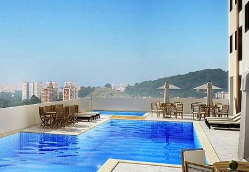Perspectiva da piscina da Morada Flor de Lis