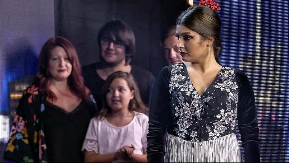 Maria Cruz en Got Talent con su familia de fondo