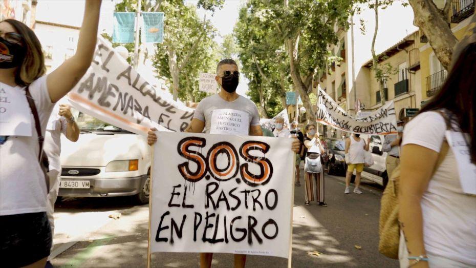 """Fotograma de la serie documental """"EL RASTRO ES ASÍ"""" de MVB Producciones"""