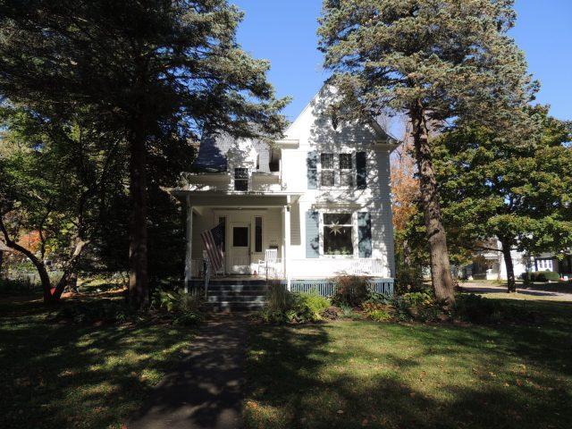 Photo at house at 603 6th Street