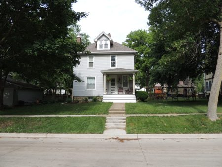 Photo of house at 609 5th Avenue NW
