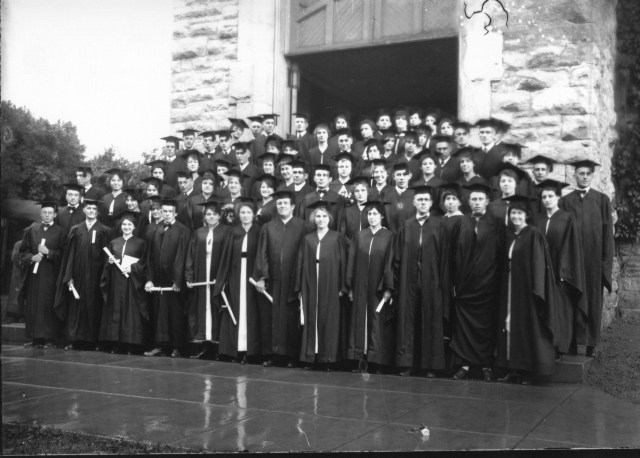 photo of Cornell College Graduation Class