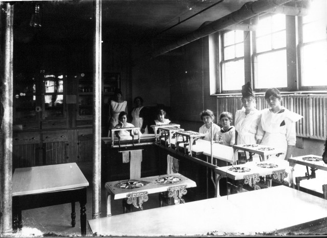 photo of Cornell Students in Lab