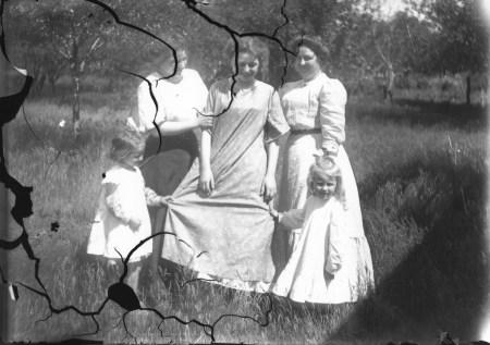photo of Unidentified Women in Mount Vernon