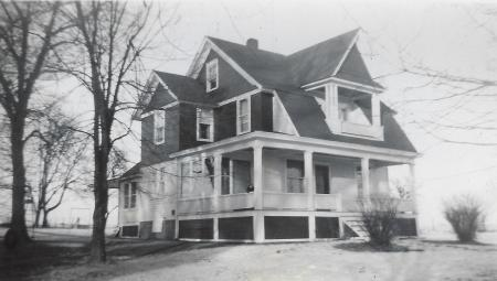 Photo of house at 819 Lisbon Road NE.