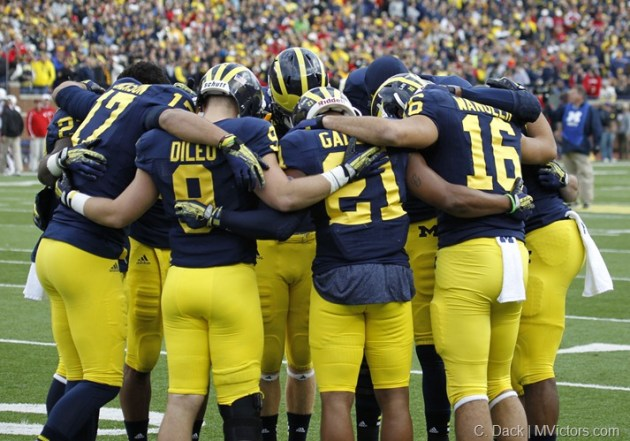 Michigan wide receivers huddle