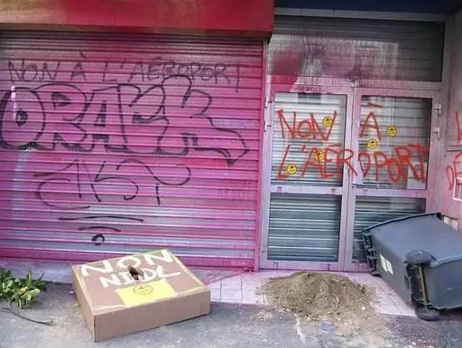 La vitrine du PS de Rennes prise pour cible par les opposants à l'aéroport de Notre-Dame des landes.