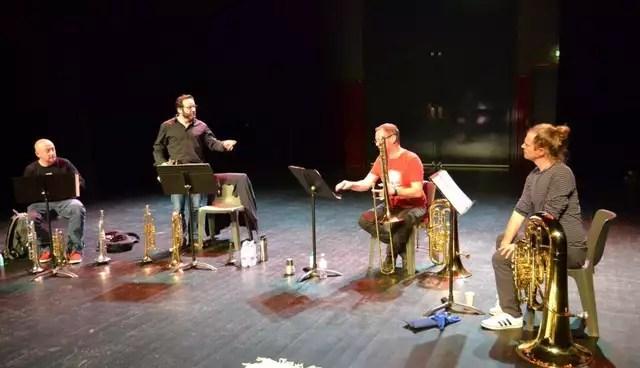 photo depuis la gauche: christophe griveau, trompettiste; charly villoteau, trompettiste; stéphane quilbault, au trombone et matthias quilbault, son frère au gros tuba.  ©  ouest-france