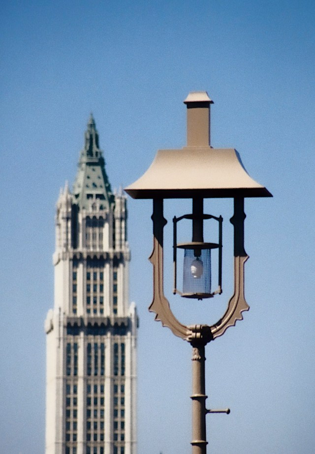 80.087.1         3-27-95   Lamp and Woolworth from BB