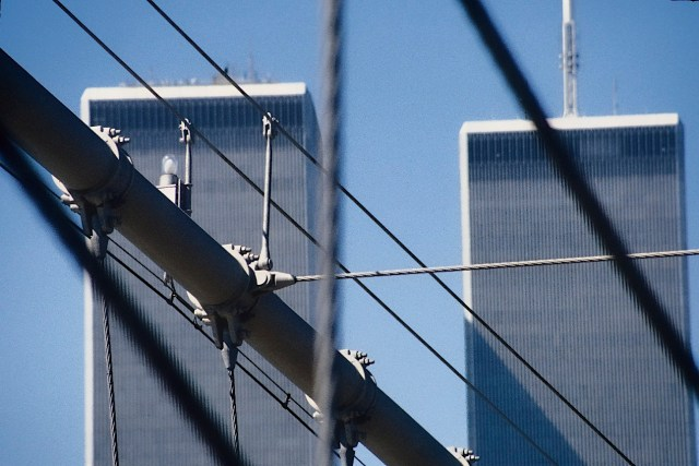 80.091.1          3-27-95  WTC from Brooklyn Bridge