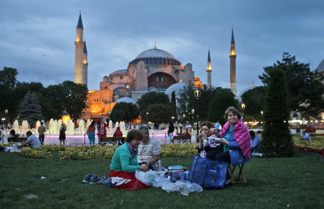 Çay, Dolma and Künefe: A Look into a Delicious Turkish Ramadan | Mvslim