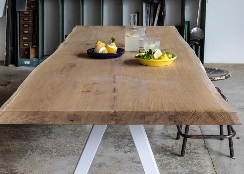 plateaux de table en bois et pieds sur