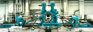 Universal mill stand in roll changing device, vertical rolls disassembled